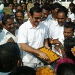 ராஜபக்சே தோல்வி: பா.ம.க.வினர் இனிப்பு வழங்கி கொண்டாட்டம்!