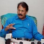 'ஜெயலலிதாவுக்கு ஆதரவாக செயல்படுகிறது தேர்தல் ஆணையம்!'