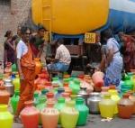 காலிக்குடங்கள்... காத்திருப்பு... தண்ணீர் பற்றாக்குறையில் தவிக்கும் சென்னை!