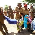 பல்கலைக்கழக மாணவர்கள் மீது போலீஸ் தடியடி: புதுச்சேரியில் பதற்றம்