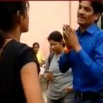 கேலி செய்த வாலிபரை புரட்டி எடுத்த இளம்பெண்! (வீடியோ)