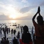 மகாளய அமாவாசை: புனித நீராட ராமேஸ்வரத்தில் குவிந்த பக்தர்கள்!