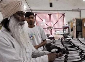 இந்தியாவில் முதலிடம் : 37 கோடி ரூபாய் வருவாய் ஈட்டி தமிழக  சிறைக்கைதிகள் சாதனை!