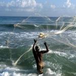 காரைக்கால் மீனவர்கள் 10 பேரை சிறை பிடித்தது இலங்கை கடற்படை!