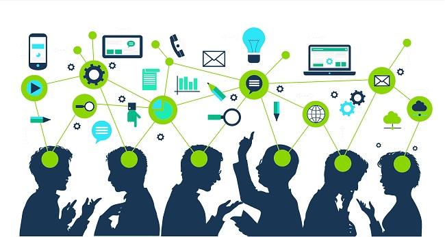 மகிழ்ச்சியாக இருக்க, ஹார்வர்டு பின்பற்றச்சொல்லும் 20 வழிகள் ! Many-people-chatting-about-everything-learning