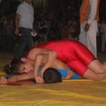 ஒரே நிமிஷத்துல 'அவுட்' : ரெஸ்லிங் வீரரை ஒரே நிமிடத்தில் வீழ்த்திய வீராங்கனை!