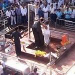சனி பகவானை பெண்கள்  நெருங்க கூடாது ... ஆனால் கோவில் தலைவர் ஆகலாம்!
