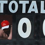 கிரிக்கெட் வரலாற்றில் 100 ஆண்டுகளுக்கு பிறகு ' 0 ' குவித்து உலக சாதனை!