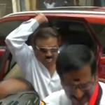 நாக்கை துருத்தி கையை ஓங்கி அதட்டிய விஜயகாந்த்! (வீடியோ)