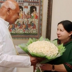 ஆளுநருடன் ஜெயலலிதா சந்திப்பு: ஆட்சி அமைக்க உரிமை கோரினார்!