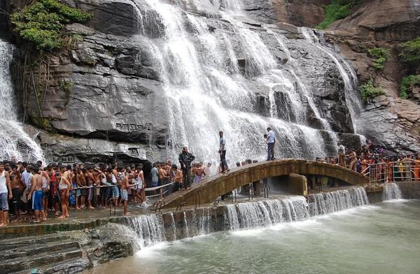 Image result for குற்றாலம் போகலாம் வாரீங்களா?