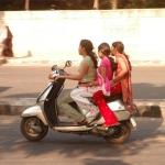 பெண்களே... ஸ்கூட்டர் வாங்கப் போகும் முன்னர் இதெல்லாம் கவனிங்க!