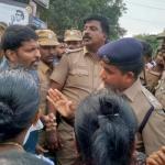 போலீஸ் வேன் மோதி மாணவர்கள் இறந்த விவகாரம்...நீடிக்கிறது பதற்றம்!