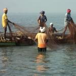 ராமேஸ்வரம் மீனவர்கள் 6 பேர் நடுக்கடலில் சிறைபிடிப்பு!