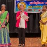 அமெரிக்காவில் முதல்முறையாக 'இருமொழி முத்திரை' பெற்ற தமிழ் மாணவிகள்