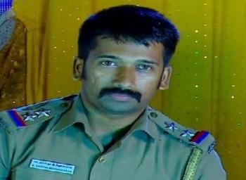 இந்த போலீஸ்  இன்ஸ்பெக்டர் சிறுவர்களைத்தான் விரட்டி விரட்டி பிடிப்பார்!
