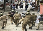 காஷ்மீர் கலவரத்தில் 25 பேர் உயிரிழப்பு: போலீசார் உள்பட 400 பேர் காயம் !