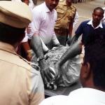 வெட்டப்பட்ட வழக்கறிஞர்...கேள்விக்குறியான சென்னை ஹைகோர்ட் பாதுகாப்பு !