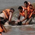 மலேசிய கடலில் படகு கவிழ்ந்து விபத்து - 8 பேர் பரிதாப பலி, 20 பேர் மாயம்