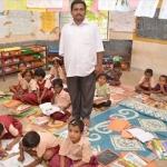 'அதனால்தான் எனது மகளை இங்கேயே சேர்த்தேன்...!'  - அரசுப்பள்ளி ஆசிரியர்களுக்கு இவர் முன்னுதாரணம்