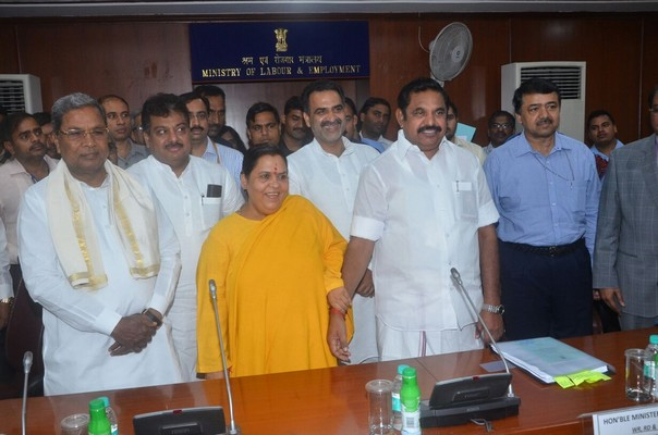 siddaramaiah-%20TN%20Minister%20meeting.