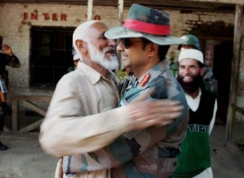 Army man offers hugs to Kashmir locals to calm down
