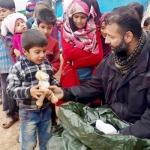 போரில் பாதித்த குழந்தைகளுக்கு வித்தியாசமான பரிசளிக்கும் ராமி ஆதம்! #Children