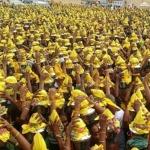 ஜெயலலிதா நலம் பெறவேண்டி பரமக்குடியில்பால்குடம் எடுத்த தொண்டர்கள்