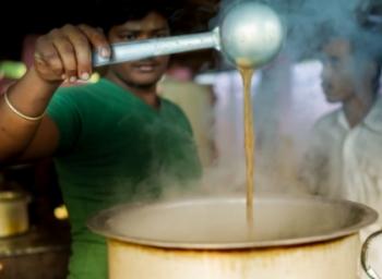 டீ குடிச்சா இண்டர்நெட் ஃப்ரீ: கர்நாடகாவை கலக்கும் சையது பாய் கடை