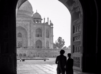 Couple's Life Changed After A Photo At Taj Mahal