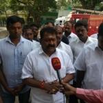 'வாக்குப்பதிவு எந்திரங்களை மாற்றிவிட்டார்' - தேர்தல் ஆணையர் மீது அதிமுக வேட்பாளர் குற்றச்சாட்டு