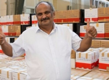 This man Creates World Record by Collecting Stationery For Charity