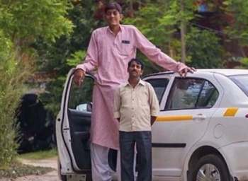Demonetisation brings down the Income of India's tallest man