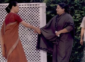 'Sonia Gandhi Waits for Jayalalithaa' From Mysuru to 81, Poes garden travel story of Jayalalithaa : Episode 30
