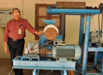 Plastic man of india talks about recycling of plastics