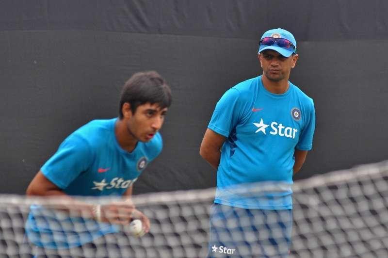 rahul_dravid_watching_young_players_bowl