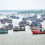 நாடா புயலால் தத்தளித்த 35 மீனவர்கள் கரை திரும்பினர்