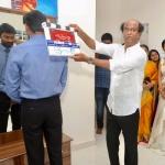 'விஐபி-2' படப்பிடிப்பிற்கு க்ளாப் அடித்த  ரஜினிகாந்த்..!(படங்கள்)
