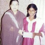 'பிச்சை எடுத்த சிறுமியை வழக்கறிஞர் ஆக்கிய ஜெயலலிதா!' நெகிழும் மைசூர் பெண்