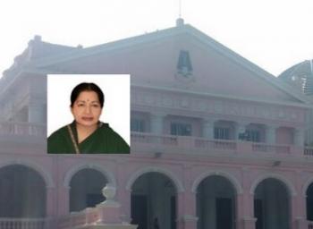 ராஜாஜி ஹாலில் ஜெயலலிதா உடல்: பொதுமக்கள் கண்ணீர் அஞ்சலி