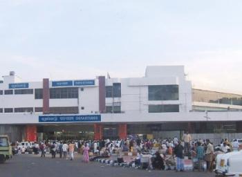 சென்னை விமான நிலையத்தில் 74-வது முறையாக கண்ணாடி உடைந்தது
