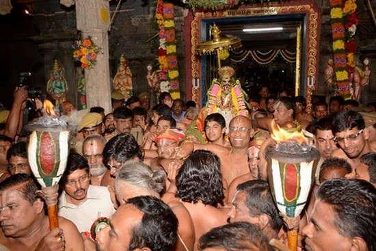 வைகுண்ட ஏகாதசி பக்தர்கள் வழிபாடு