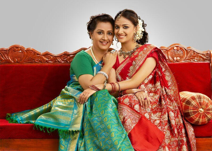 அம்மா மேனகாவுடன் மகளும் நடிகையுமான கீர்த்தி சுரேஷ்