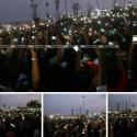 மெரினாவில் லைட்ஸ் ஆஃப் : செல்போன் டார்ச் வெளிச்சத்தில் போராட்டம்