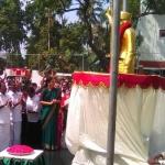ராமாவரம் இல்லத்தில் எம்ஜிஆர் சிலையை திறந்தார் சசிகலா!