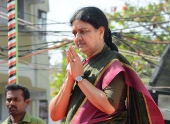 Thambi durai requests Saikala to take Tamilnadu Cheif Minister charge