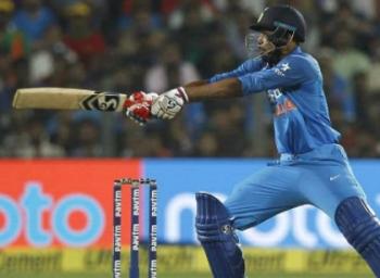 முதல் ஒருநாள் போட்டியில் இந்தியா அபார வெற்றி!!!
