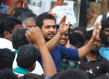 Alanganallur protest for Jallikattu : Hip hop tamizha participates