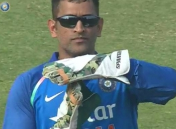 After step down from captaincy Dhoni claimed DRS review directly