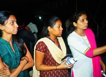 'அப்பா மாதிரி பார்த்துக்கிட்டாங்க..!' போராட்டக் களத்தில் நெகிழும் கல்லூரி மாணவிகள்! #SupportJallikkattu